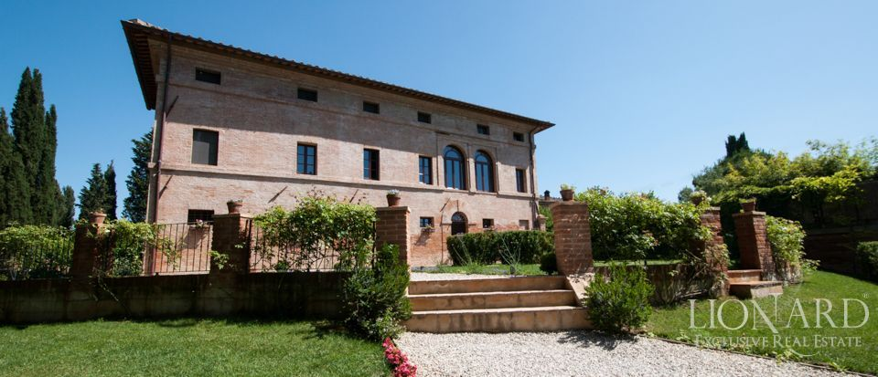 HISTORIC VILLA IN SIENA FOR SALE Image 1