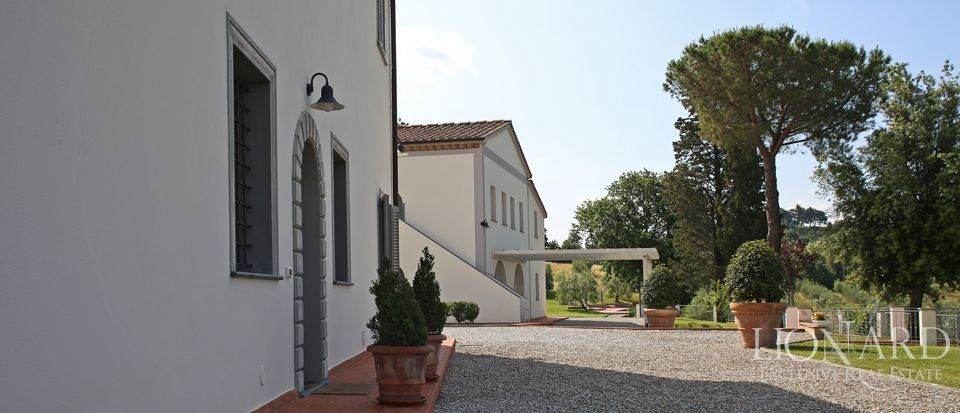 Estates for sale in Tuscany Image 11