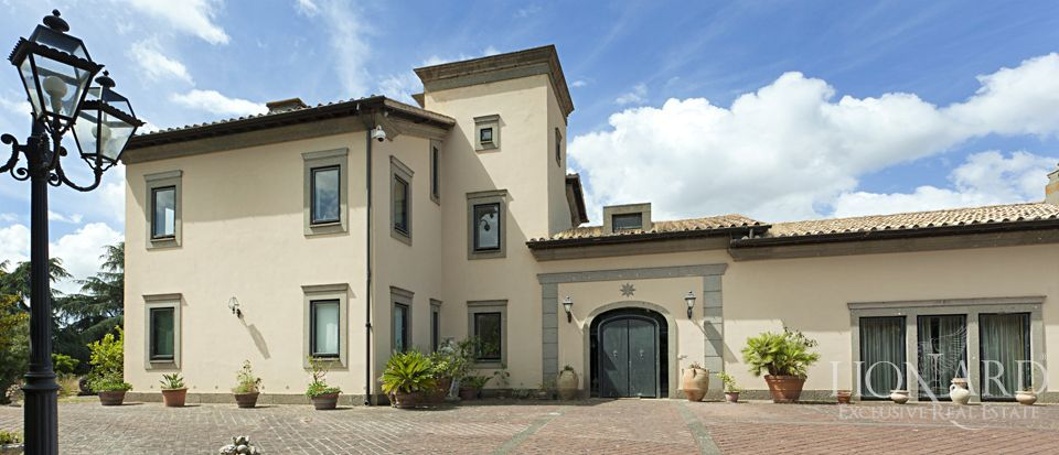 LUXURY VILLA FOR SALE IN ROME Image 1