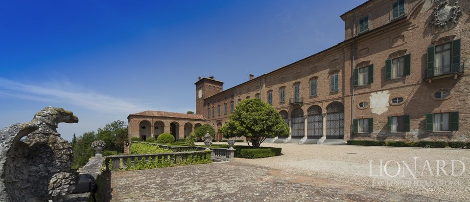 Castle in Milan for sale Image 32