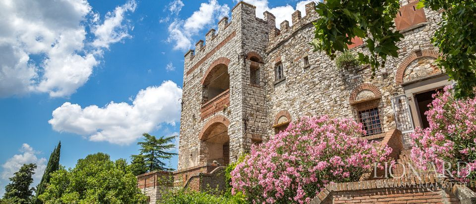 SPLENDID CASTLE FOR SALE IN FLORENCE Image 1