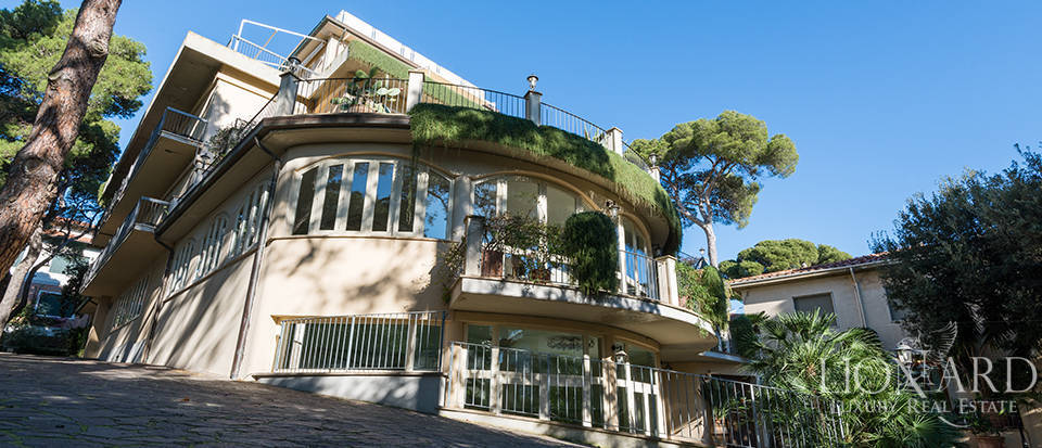 LUXURY HOTEL FOR SALE IN CASTIGLIONCELLO Image 1