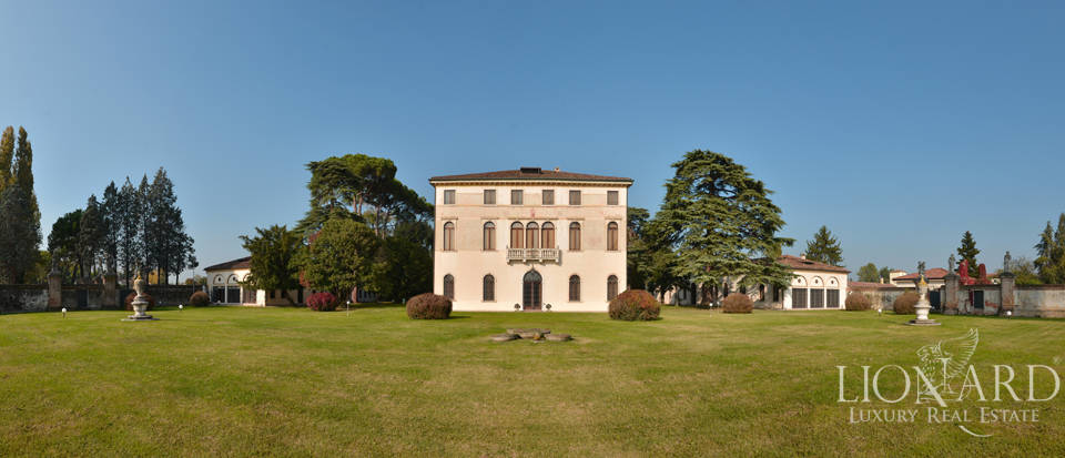 Luxury Villa with Golf Course for Sale in Venice Image 1
