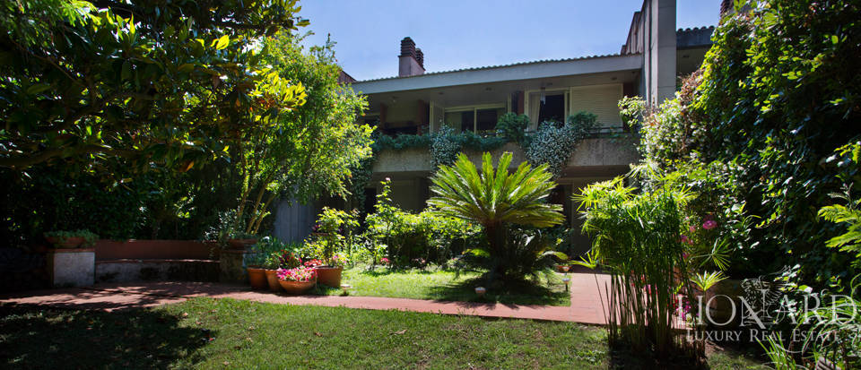 Villa for Sale in an Exclusive Area in Rome Image 1