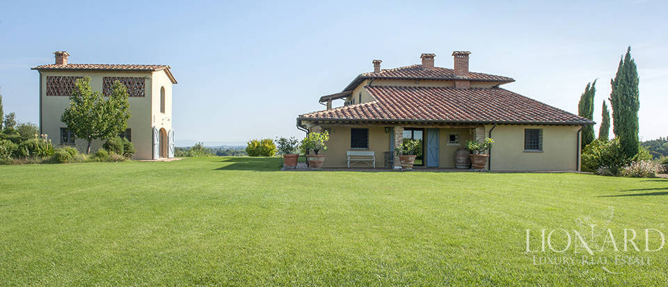 Farmhouse for sale between Pisa's hills