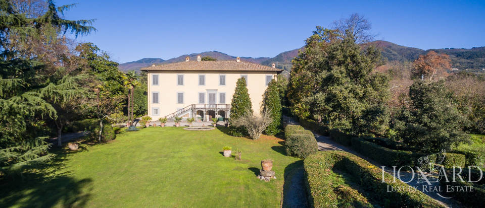 Luxury villa in Lucca for sale