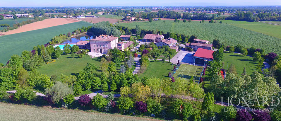Luxury farmstead for sale in Piacenza