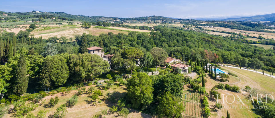 Stunning farmstead for sale in Florence's countryside