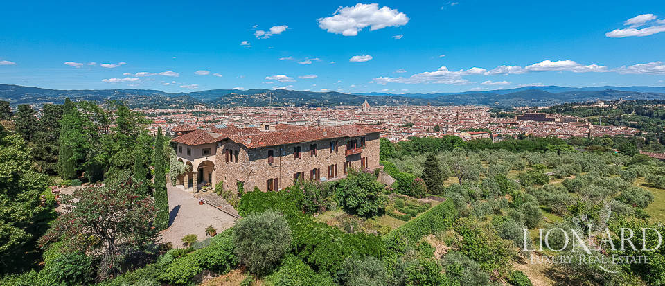 Wonderful historical villa with a view over Florence for sale