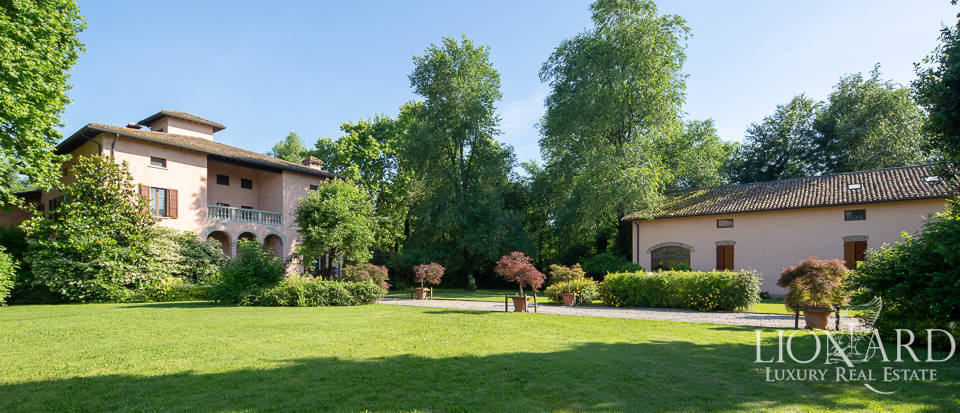 Wonderful historical villa for sale in Parma's countryside