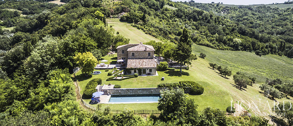 Luxury villa with spa in the Marche's countryside