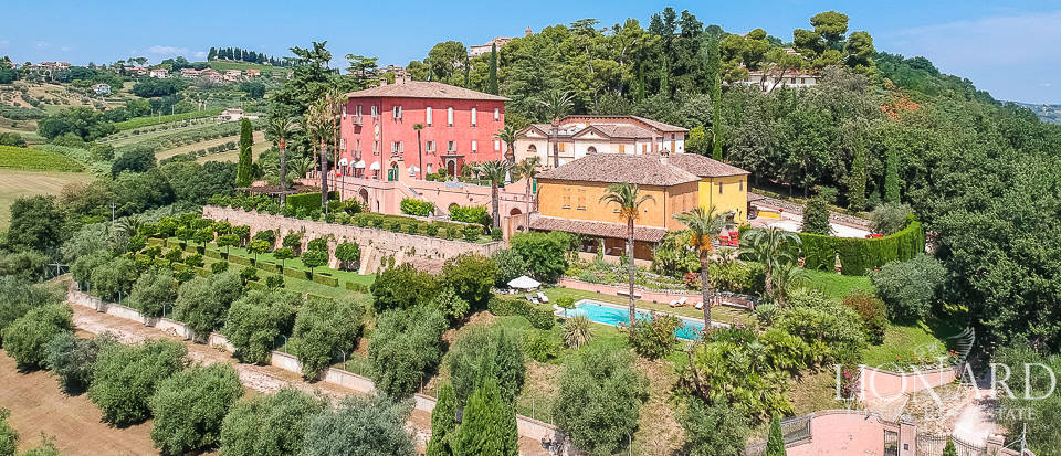 Farmstead with Medieval villa for sale in the Marche