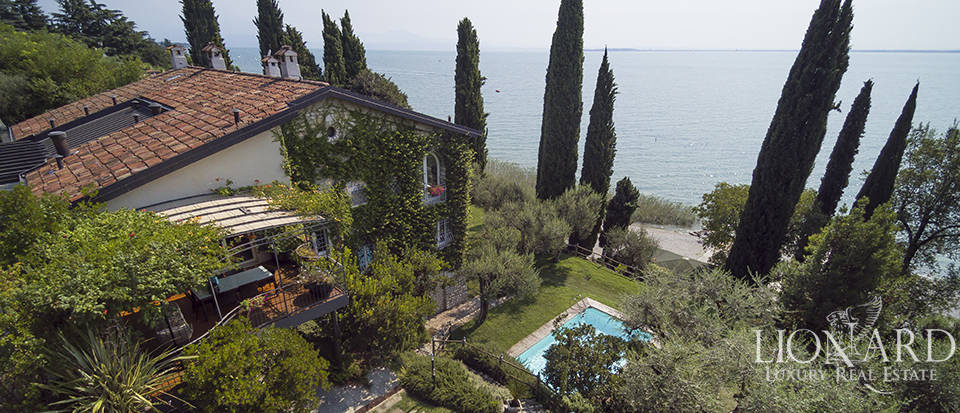 Luxurious villa for sale by Lake Garda