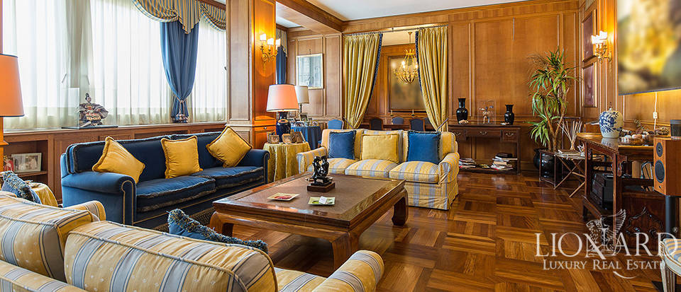 Exclusive apartment for sale in Central Milan