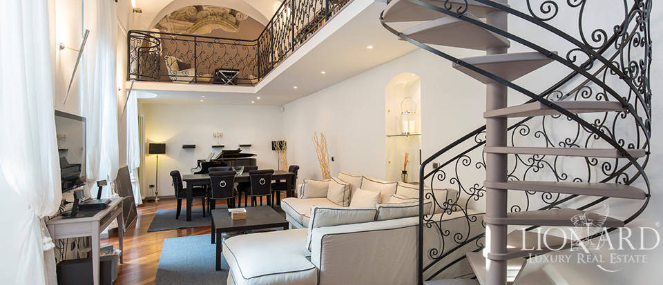 Exclusive estate in a period context for sale in Milan