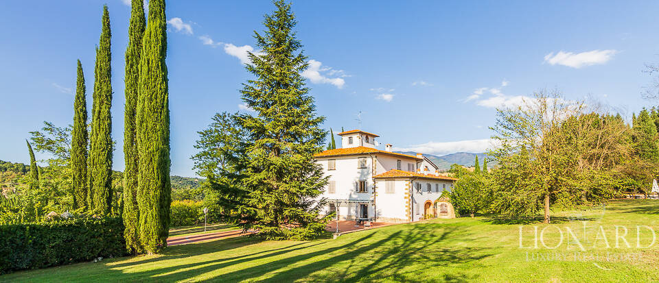 Stunning agritourism resort for sale at the outskirts of Florence