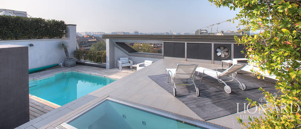 Stunning penthouse with swimming pool in Milan