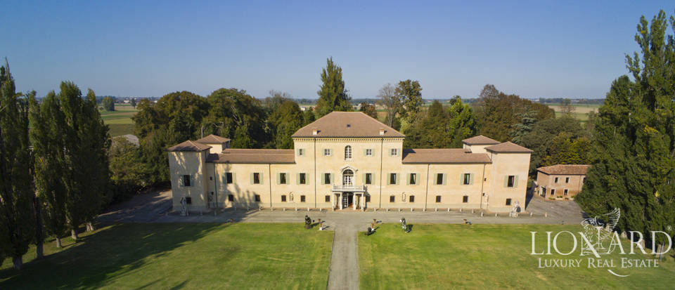 16th-century villa for sale in Emilia Romagna