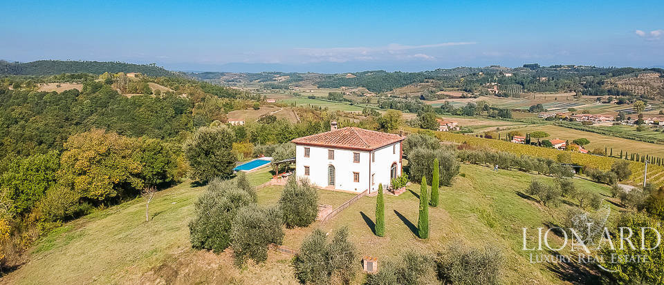 Stunning country villa in the province of Florence