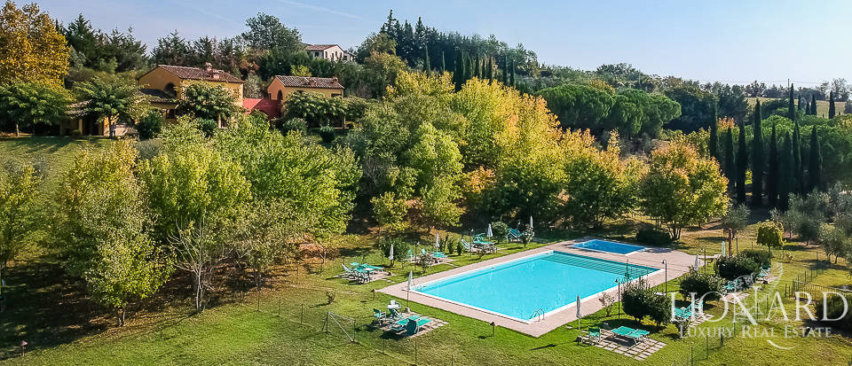 Villa with grounds for sale on the hills of Florentine Chianti