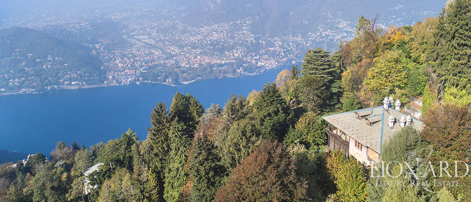 Historical villa with a panoramic view of Lake Como for sale