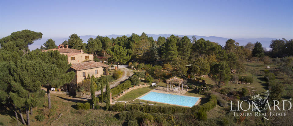 Charming farmhouse for sale in Siena's side of Chianti