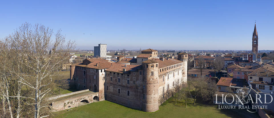 Old fortress for sale near Piacenza