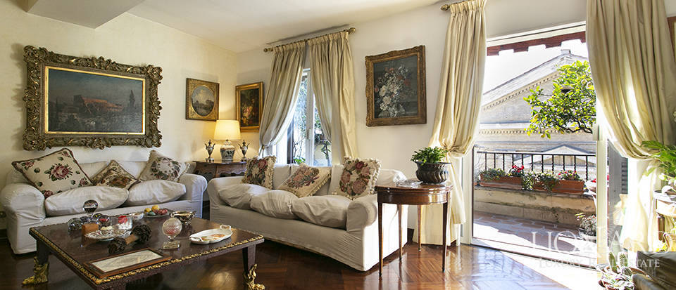 Luxury penthouse with a 360-degree view over Rome for sale