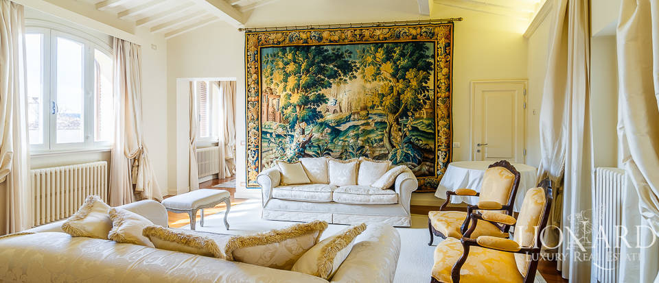 Luxurious penthouse for sale in the centre of Florence