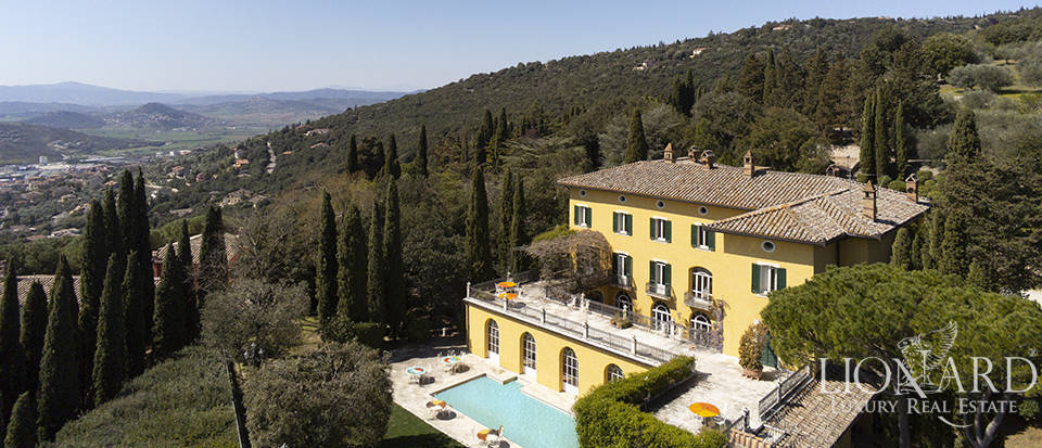 Historical estate for sale on Umbria's hills
