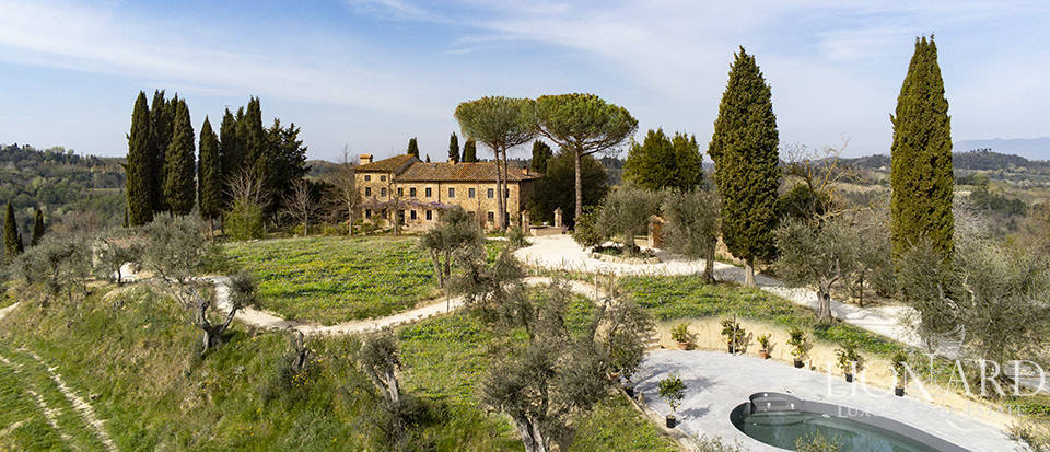Stunning farmstead for sale in Pisa's countryside