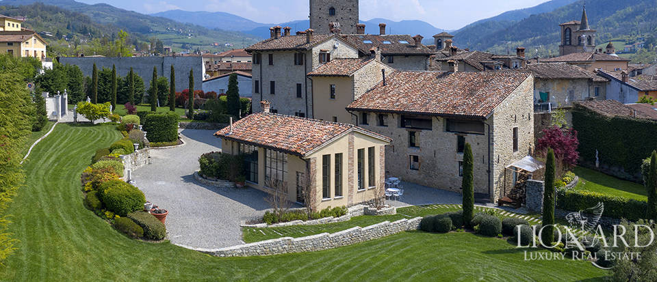 Luxury castle for sale in the province of Pavia