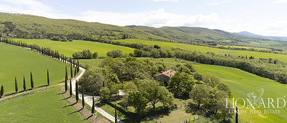 Wonderful farmhouse for sale in Val d'Orcia