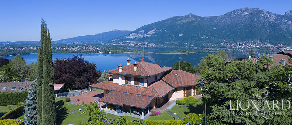 Luxury villa for sale with a view of the Lake