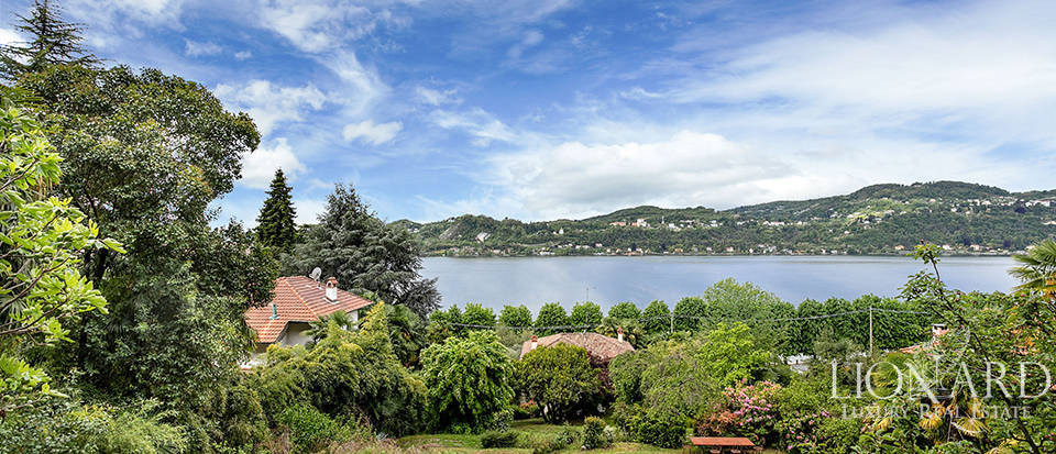 Luxury estate with a view of Lake Maggiore for sale