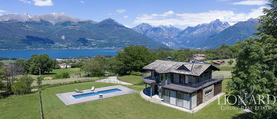 Villa with panoramic view of Lake Como for sale