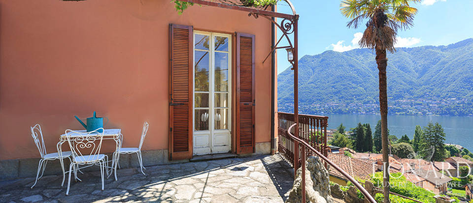 Villa with breathtaking view for sale by Lake Como