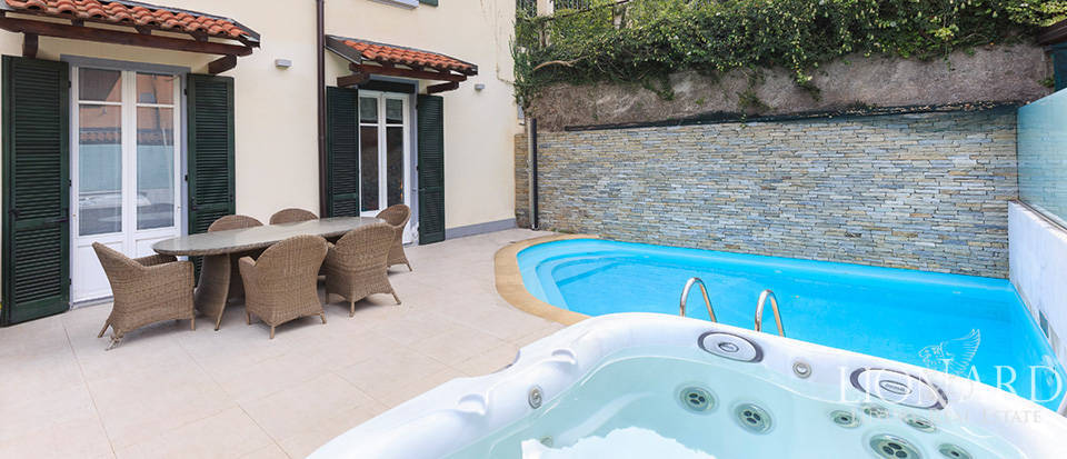 Luxurious lake-front villa for sale in Laglio