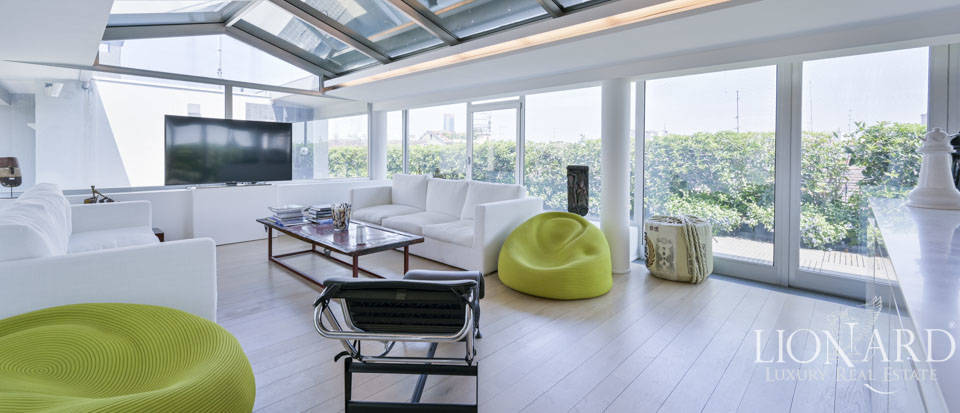 Lavish two-storey penthouse for sale in Corso Magenta