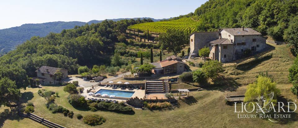 Luxury farmstead for sale in the heart of Tuscany