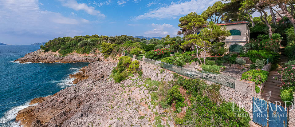Apartment in 1960s villa for sale in Lerici