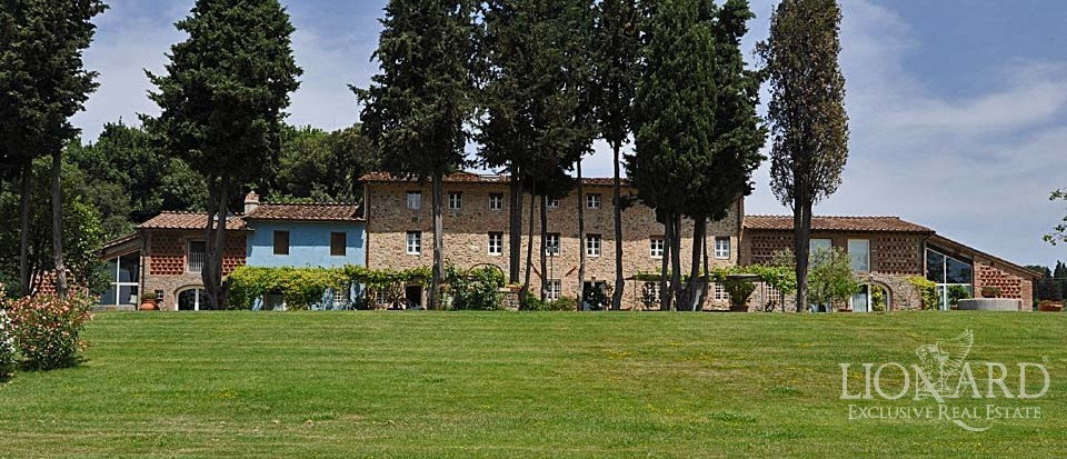 Luxury Farmhouse For Sale in Tuscany in the green