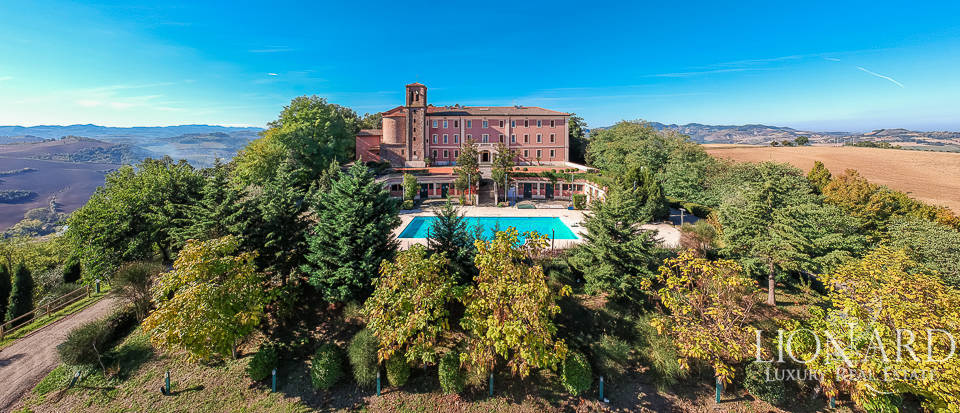 Exclusive hotel for sale in Bologna's countryside