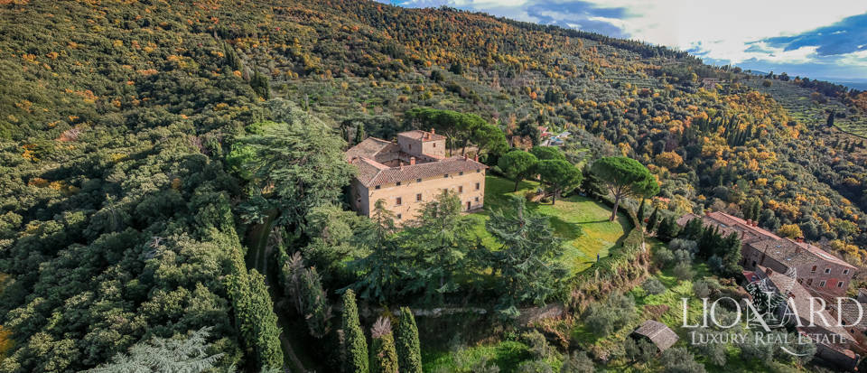 Enchanting castle for sale in Arezzo