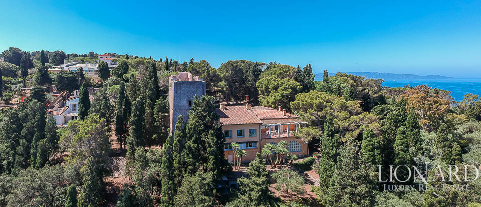 Sea-front villa for sale in Monte Argentario