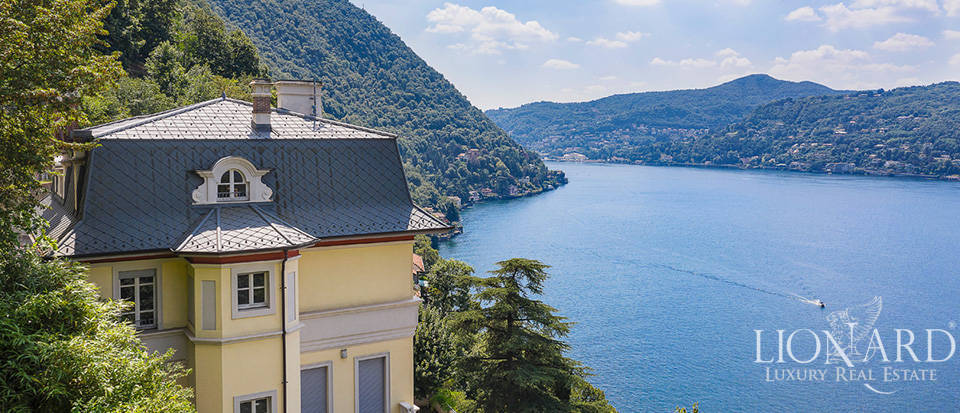 Stunning period villa with a view of Lake Como