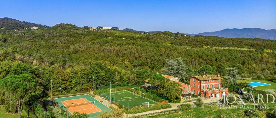 Luxury farmstead for sale in Lucca