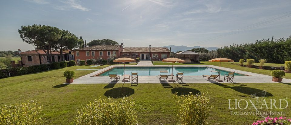LUXURY VILLA IN LUCCA WITH VINEYARDS AND OLIVE TREES