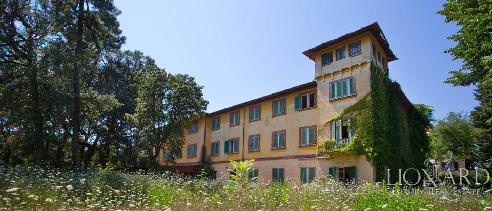 Tekintélyes Luxury Villa in the Heart Forte dei Marmi Image 1
