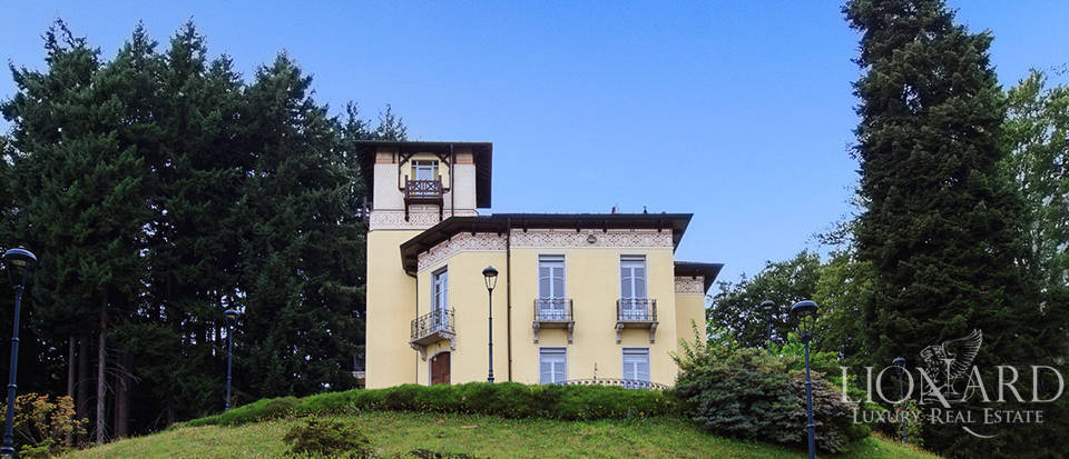 elegant luxury villa on lake maggiore